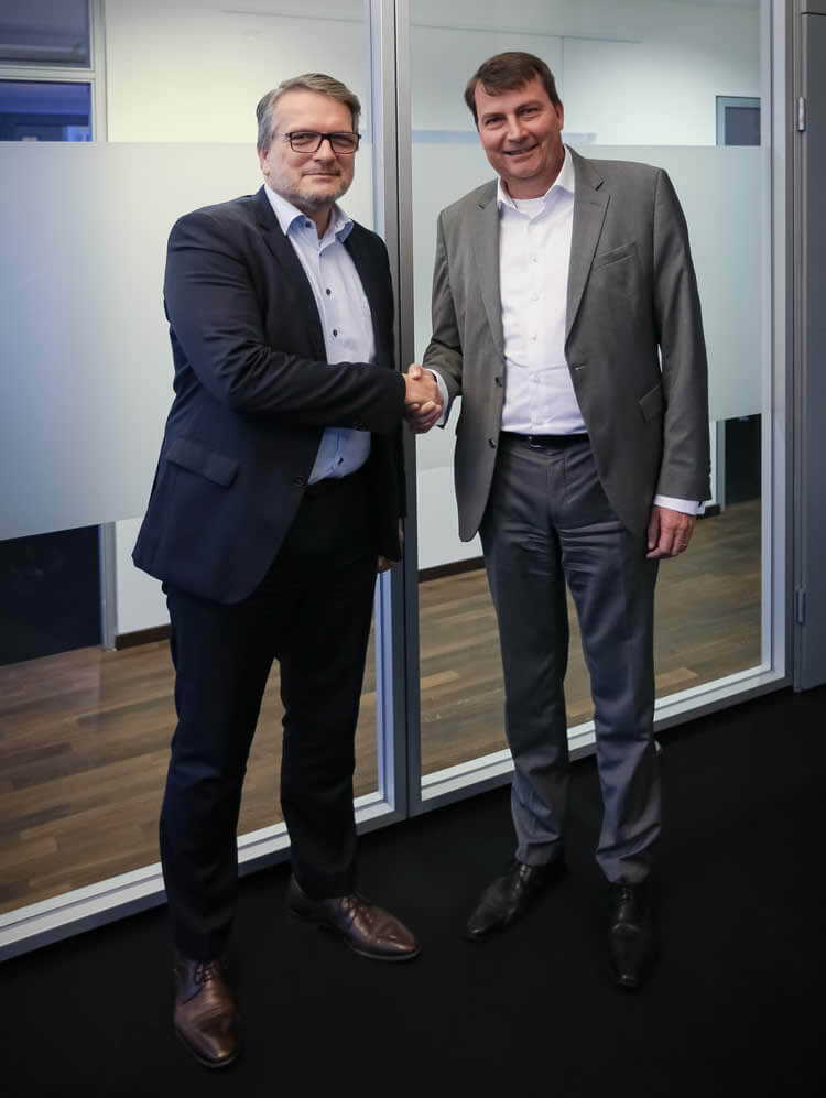 L to R: Thomas Wildt (CEO Hennecke Group), Dr. Christof Bönsch (CEO FRIMO Group)