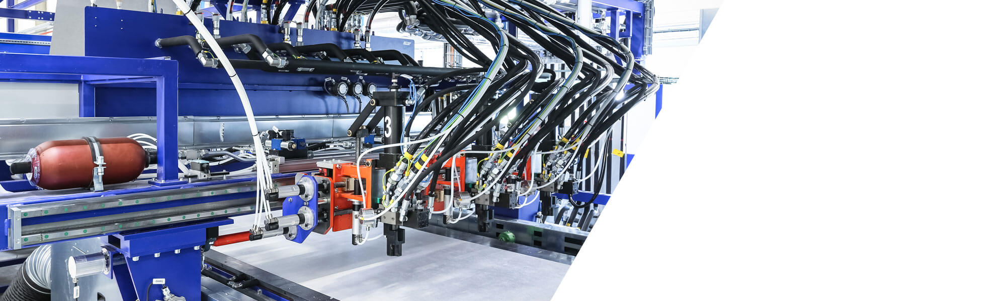 Plant technology for the continuous production of insulating panels with a core structure made of polyurethane