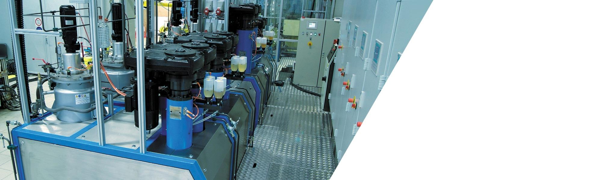 High-pressure piston metering machine for extreme requirements in the area of filled PUR systems